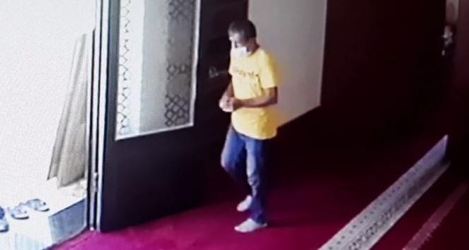 İmamın telefonunu çalan hırsız güvenlik kamerasına yakalandı