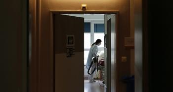 İngiltere'deki hastaneler Covid-19 hastalarıyla doldu