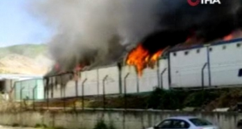 İnşaat işçilerinin kaldığı konteynırlarda korkutan yangın