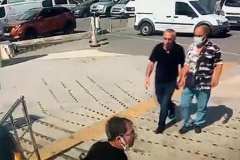 Kandırdığı kişilerin cep telefonlarını çaldı