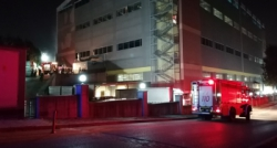 Korkutan fabrika yangını, 4 kişi dumandan etkilendi