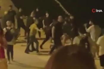 Mekanda çıkan kavgada çalışanlar müşterileri denize attı