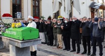 Ölü olarak bulunan doktorun cenazesi memleketine uğurlandı