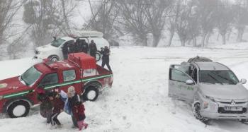 Olumsuz hava koşulları nedeniyle mahsur kalan 117 vatandaş kurtarıldı