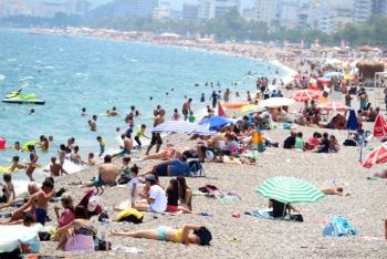 Termometreler 43'ü gösterdi, sahiller doldu taştı