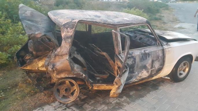 Söke'de üç aracın karıştığı kazada, bir otomobil alevlere teslim oldu