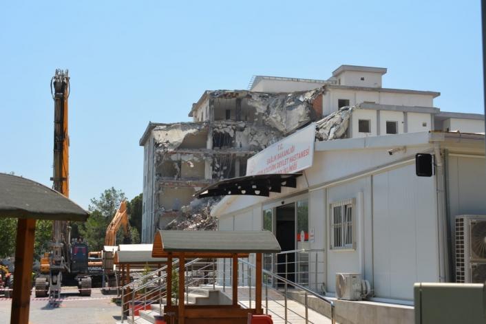 Atatürk Devlet Hastanesi´nin boşaltılan binası yıkılıyor