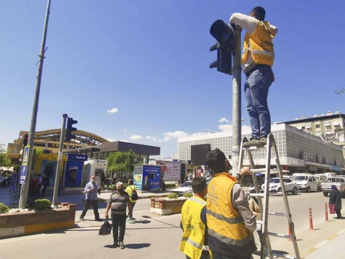 Aydın Büyükşehir Belediyesi Nazilli´de trafik ışıklarını yeniliyor