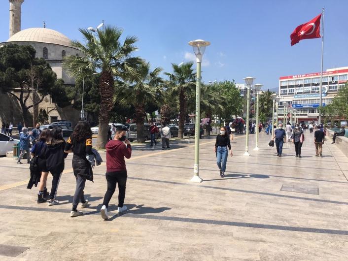 Aydın´da 3 günlük kısıtlamanın ardından sokaklar doldu taştı
