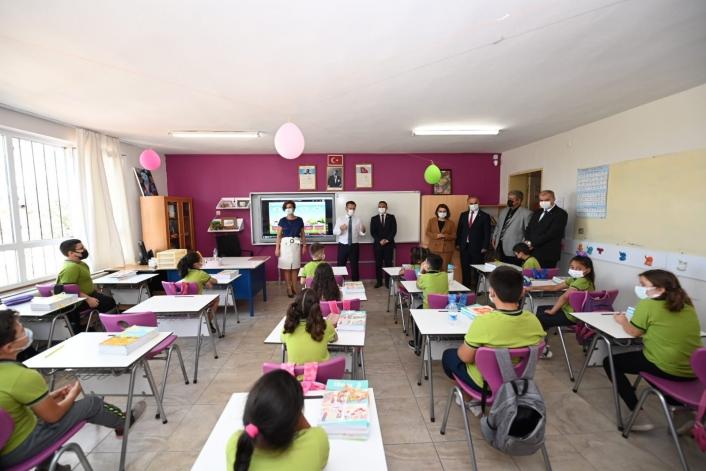 Aydın´da ilk ders zili çaldı, 177 bin öğrenci ders başı yaptı