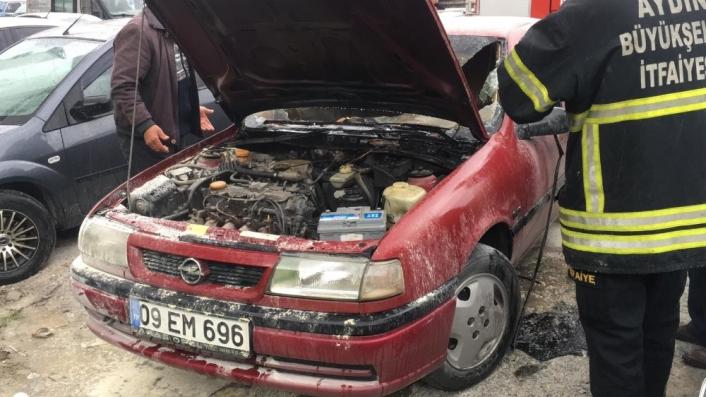 Aydın´da park halindeki otomobil alev aldı