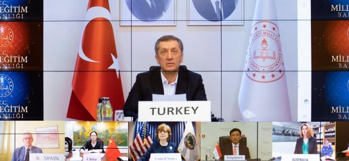 Bakan Selçuk, Türkiye´nin Kovid-19 tecrübelerini G20 ülkelerine anlattı