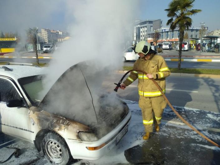 Balıkesir´de seyir halindeki araç yandı