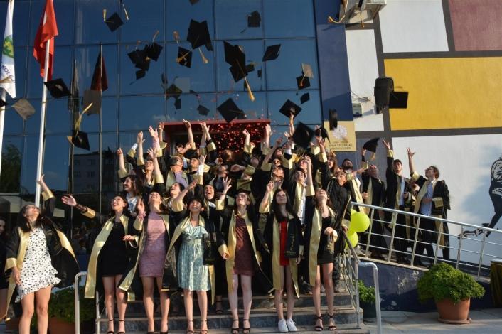 Başak Koleji öğrencileri mezuniyet töreninde buluştu
