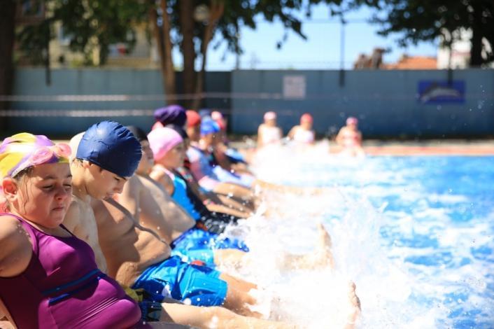 Büyükşehir Çine´de yüzme kursu düzenliyor