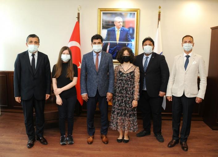 Devlet Konservatuarı öğrencileri ADÜ Rektörü Aldemir ile görüştü