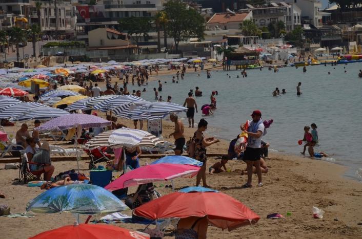 Didim´de normalleşmenin ilk gününde plajlar doldu