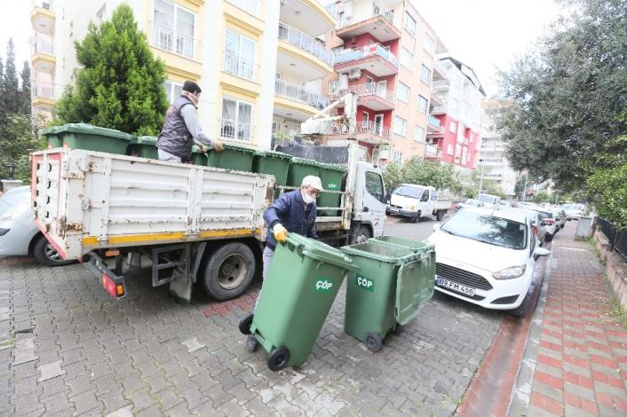 Efeler´de çöp kovaları yenileniyor