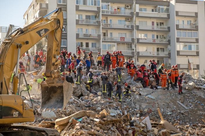 İzmir depreminde yıkılan binalarda kusuru bulunan 29 kişiye kamu davası