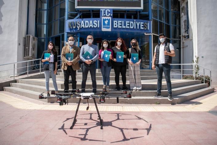 Kuşadası Belediyesi´nin kadın drone pilotları belgelerini aldı