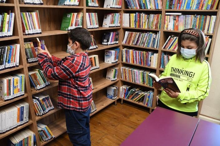Kuşadası´nda çocuk kütüphanesi açıldı