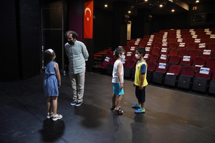 Kuşadası´nda çocuklara yönelik drama eğitimi devam ediyor