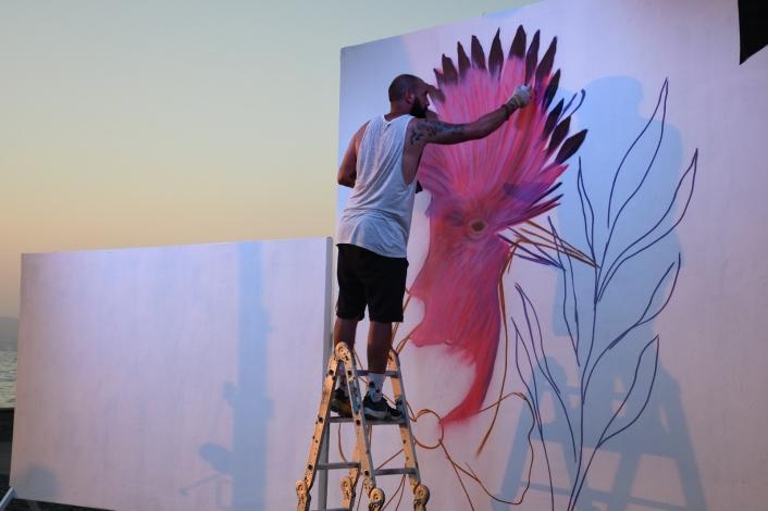 Kuşadası´nda duvarlar sanatla renkleniyor