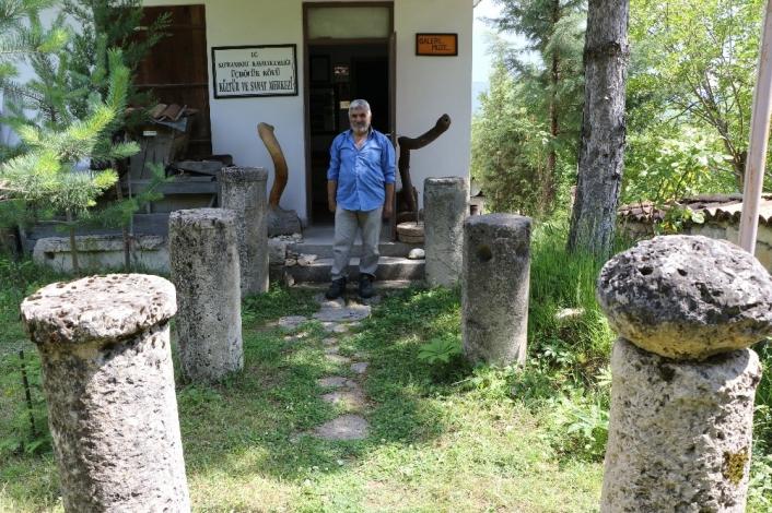 (Özel) Çevreden topladığı tarihi kalıntılarla köyde müze açtı