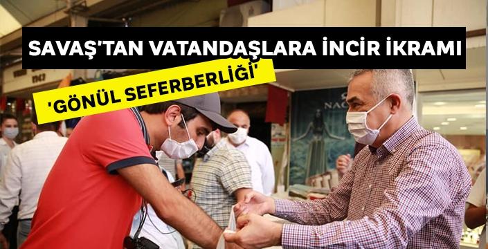 Savaş'tan vatandaşlara incir ikramı