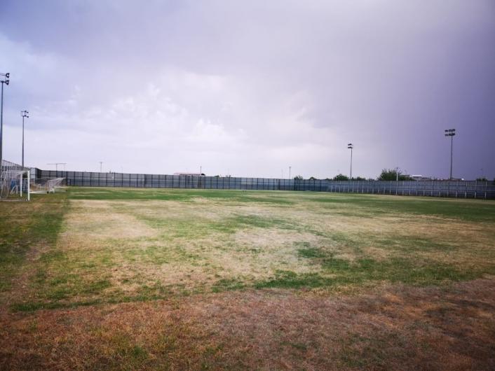 Seyrantepe spor tesislerindeki çim saha kurudu