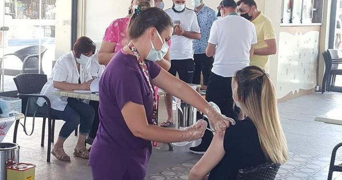 Söke´de kurulan mobil istasyonda Covid-19 aşısına yoğun ilgi
