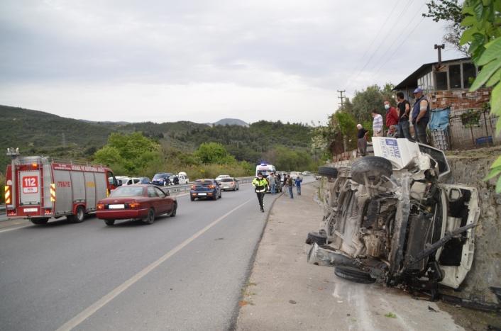 Söke´deki kazada araç yan yattı: 2 yaralı