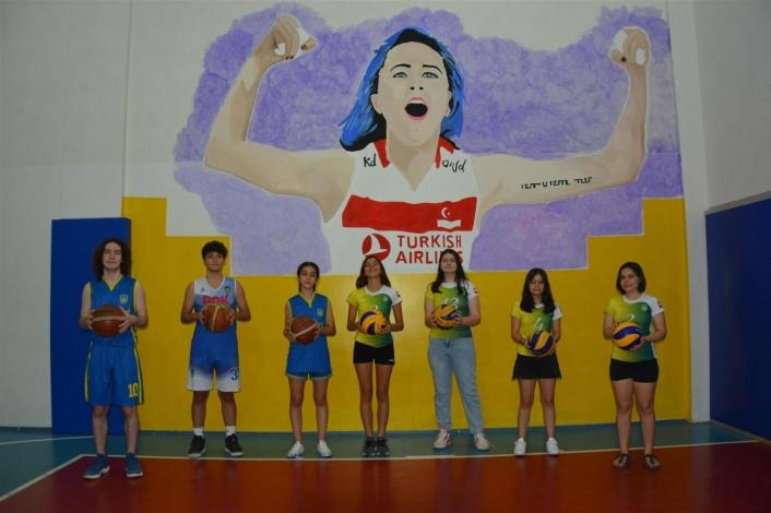 Voleybol Milli Takım Oyuncusu Meryem Boz´a Başak Koleji öğrencilerinden sürpriz